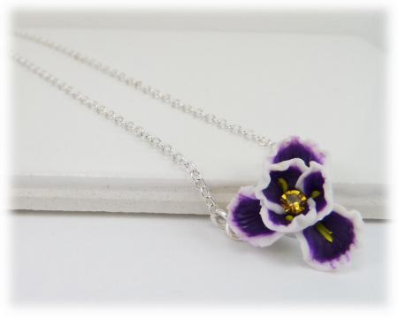 Tiny Iris Simple Necklace