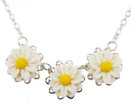 Three Daisy Necklace
