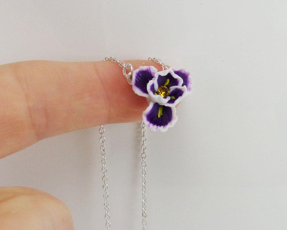 Tiny Iris Simple Necklace